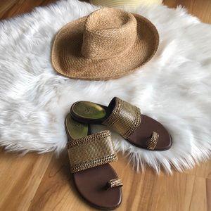 Vince Camuto Amalie Gold Toe Strap Sandal 9